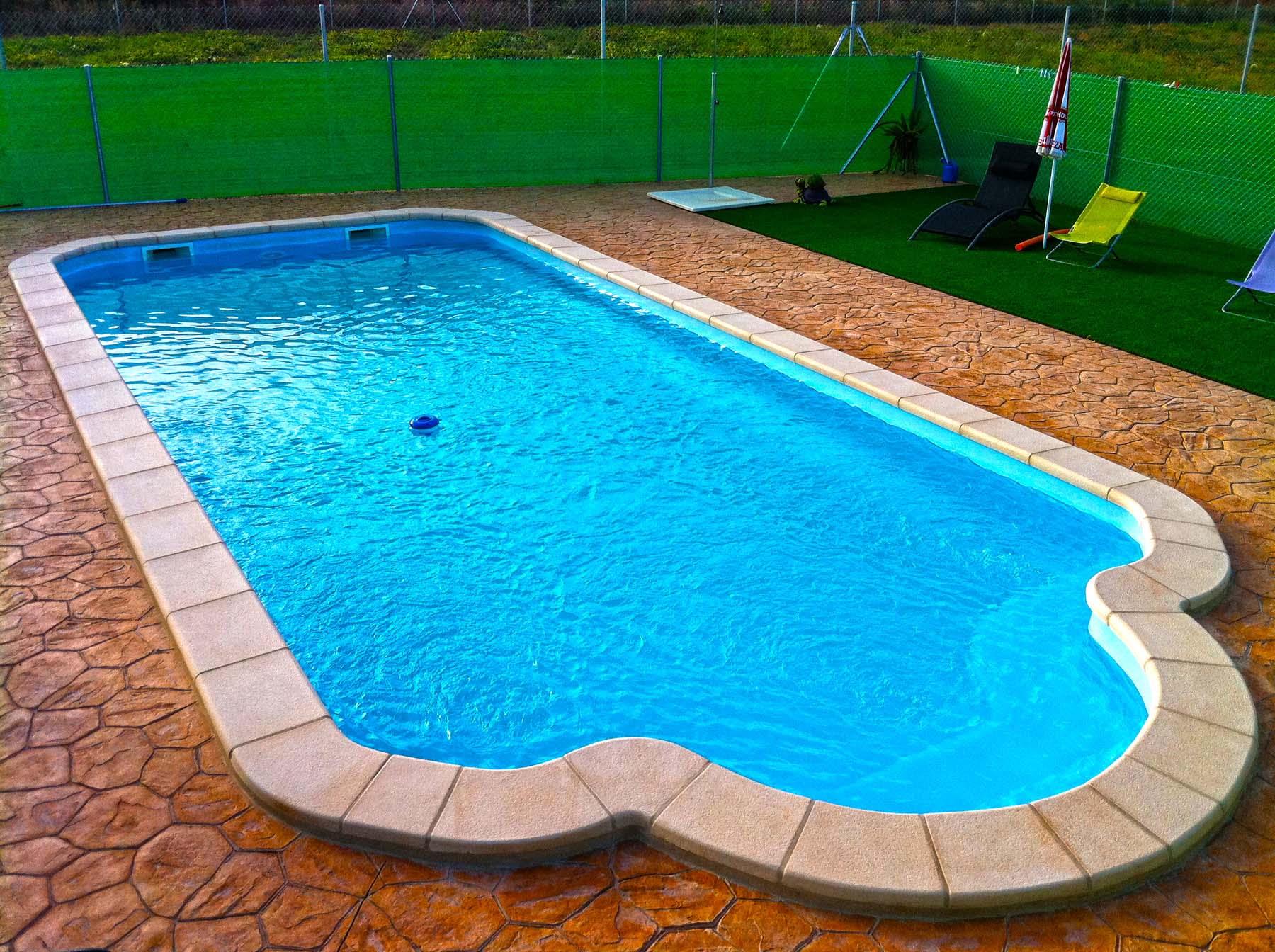 Galer a piscinas de fibra poli ster piscina plus for Piscinas enterradas poliester