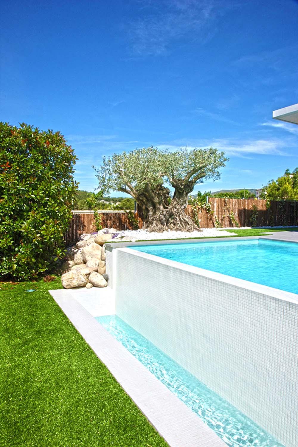 Galer a piscinas de obra piscina plus for Fotos de piscinas de obra