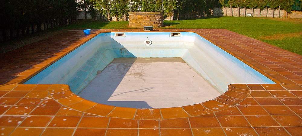 Servicio de reforma de piscinas de fibra a gresite for Gresite para piscinas