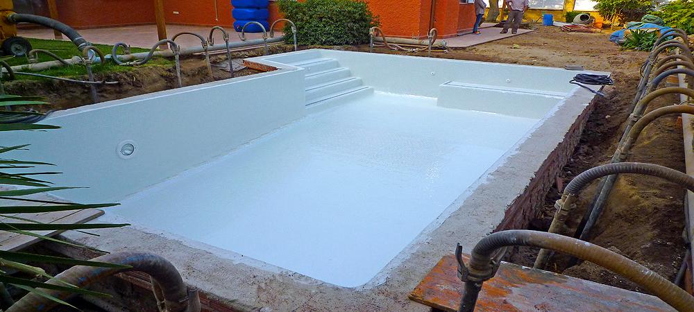 Piscinas con nivel fre tico piscina plus for Regulador de nivel piscina