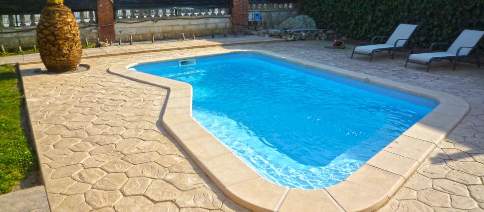 Piscinas de fibra poli ster piscina plus for Piscina de fibra barata